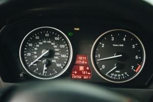 Der Verbraucherschutz rät beim Mietwagen zur voll/voll-Variante.