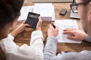 Verbraucherschutz: Weder eine überhöhte Handwerkerrechnung noch Mängel sind klaglos hinzunehmen.