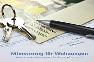 Neben einer Verdienstbescheinigung ist für Wohngeld auch der Mietvertrag einzureichen.