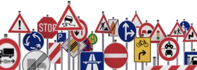 Verkehrszeichen: In Deutschland ein wichtiger Teil der Verkehrslenkung.