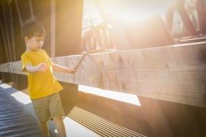 Voraussetzungen für Steuerklasse II: Der Alleinerziehende muss ein Kind haben, für welches er auch das Kindergeld erhält.