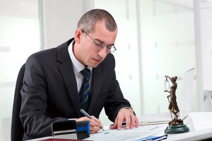 Was tun gegen üble Nachrede? Ein Anwalt hilft Ihnen weiter.