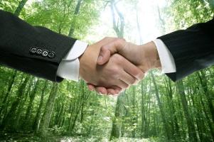 Wirtschaftsrecht wird international auch durch Verträge zwischen Firmen geregelt.