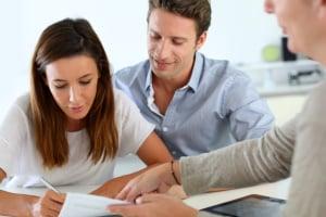 Halten Sie nach dem Wohnungsverkauf im Übergabeprotokoll die wichtigsten Informationen zum Eigentümerwechsel fest.