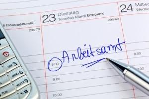 Die Zahlung von ALG 1 kann aussetzen, wenn Pflichten verletzt werden.