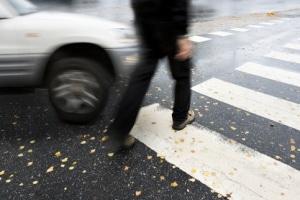 Wird ein Zebrastreifen überfahren, obwohl ein Passant diesen überqueren will, drohen Sanktionen.