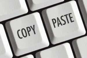 Zitate dürfen laut Urheberrechtsgesetz nicht einfach so übernommen werden, sie müssen durch eine Quellenangabe belegt sein