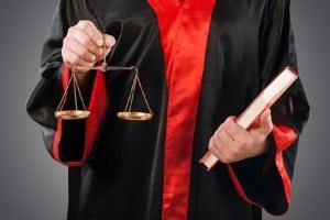 Ein Zuhälter hat in Deutschland mit empfindlichen Strafen zu rechnen.